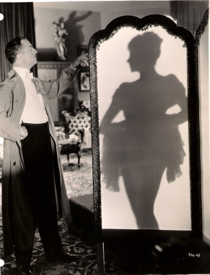 William Powell and the silhouette of Virginia Bruce in Escapade (1935)