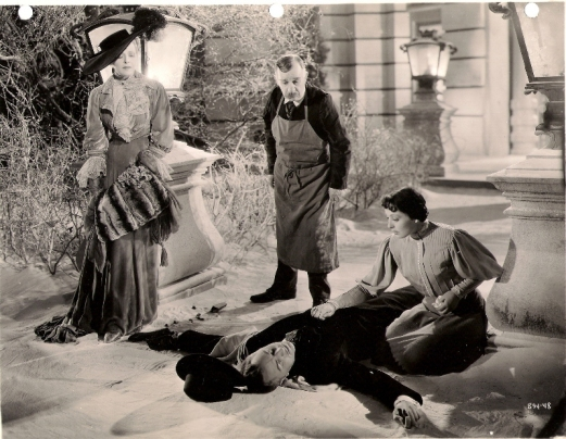 Mady Christians, Henry Travers, Luise Rainer and William Powell (lying) in Escapade (1935)