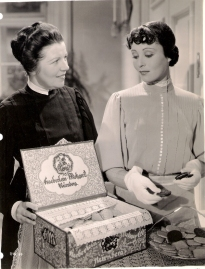 Lilyan Irene [?] and Luise Rainer in Escapade (1935)