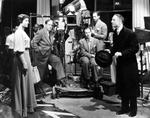 from left: Luise Rainer, Robert Z. Leonard [director], Ernest Haller [cinematographer, seated], [unknown], William Powell on the set of Escapade (1935)