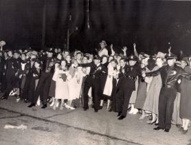 Police hold back crowds at the Los Angeles premiere, 1936