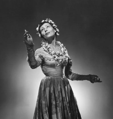 Publicity shot of Luie as Mrs Page in Rosalind (1950)