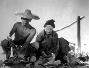 Paul Muni and Luise Rainer in The Good Earth