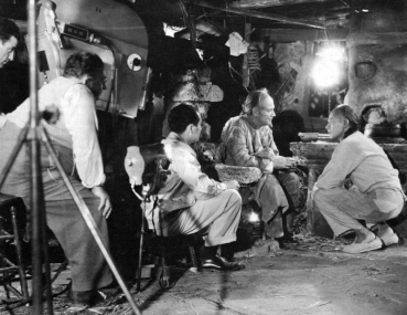 Filming a scene from The Good Earth (1937) with Charley Grapewin and Paul Muni in front of the camera, Karl Freund (cinematographer) and Sidney Franklin (director)